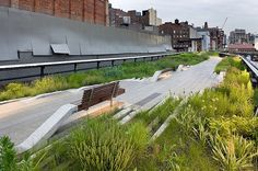A wonderful spectacle and soon to be ninth wonder of the world   (more High Line)