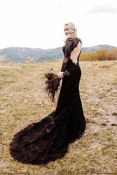 wedding dress black Dark, elegant, and chic! Wedding Dress Black, Black Lace Gown, Lace Mermaid Wedding Dress, Bridal Lace, Dress Lace, Bridal Gown, Alternative Bride, Alternative Wedding Dresses, Bridal Dresses
