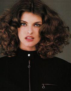 Linda Evangelista by Gilles Bensimon, 1987.