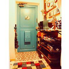 Retro Interior Design, Interior Work, Room Interior, Interior Ideas, Apartment Entryway, Retro Pop, Cozy Room, Room Themes, Decoration