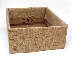 Make beautiful storage box from up-cycled cardboard box and burlap coffee bean b.Gorgeous Farmhouse Boho 5 Minute DIY Storage Boxes - A Piece Of RainbowAre you in need of storage boxes? These cool DIY storage boxes will keep your house tidy and decor Burlap Crafts, Diy Home Crafts, Diy Home Decor, Diy Decoration, Diy Para A Casa, Coffee Bean Bags, Diy Storage Boxes, Farmhouse Storage Boxes, Decorative Storage Boxes