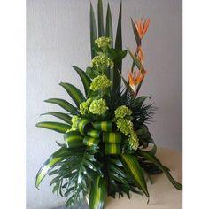 Church Wedding Flowers, Church Flower Arrangements, Green Frog, Deco Floral, Floral Centerpieces, Ikebana, Projects To Try, Gardens, Birds