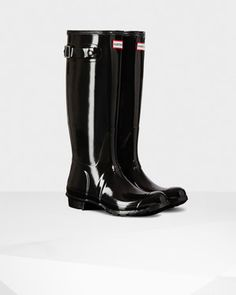 http://us.hunterboots.com/female-tall-rain-boots/womens-original-tall-gloss-rain-boots/black/789