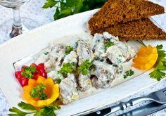 Бедро индейки в сливочном соусе в мультиварке - сытное блюдо для семейного обеда или ужина. Не советуем готовить его впрок, лучше подавать с пылу, с жару