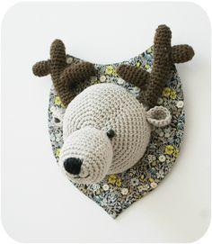 Cerf Crochet Deer, Crochet Crafts, Crochet Yarn, Yarn Crafts, Crochet Toys, Crochet Designs, Crochet Patterns, Confection Au Crochet, Cocoon