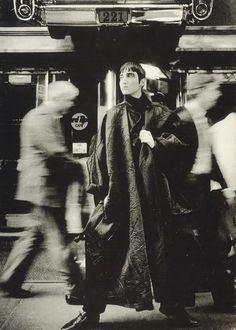NYC, Yohji Yamamoto Fall/Winter photo by Max Vadukul Yoji Yamamoto, Japanese Fashion Designers, Fashion Photography Inspiration, Japanese Design, Looks Cool, Vogue, New Wave, Fashion History, Editorial Fashion