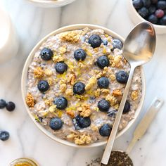 Blueberry Muffin Overnight Oats Recipes All the same flavors of a blueberry muffin but better for you! Make these Blueberry Muffin overnight oats tomorrow…. Best Overnight Oats Recipe, Blueberry Overnight Oats, Overnight Oatmeal, Make Ahead Breakfast, Paleo Breakfast, Breakfast Recipes, Breakfast Ideas, Morning Breakfast, Brunch Recipes