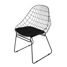 Browse garden chairs and outdoor furniture from Maisons du Monde. Black Metal Chairs, Metal Outdoor Chairs, Cheap Adirondack Chairs, Metal Dining Chairs, Car Chair, Harry Bertoia, Floor Protectors For Chairs, Flat Ideas, Garden Chairs