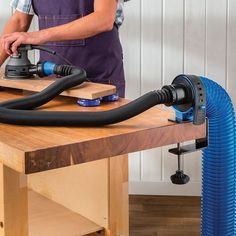 Dust Right® Dust Hose Mounting Bracket – Garage Organization DIY Garage Organization Tips, Garage Tool Storage, Garage Tools, Woodworking Projects Diy, Woodworking Jigs, Woodworking Techniques, Woodworking Furniture, Dust Collection Hose, Dust Extractor