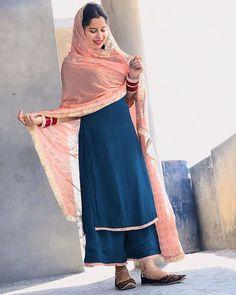 Punjabi Suit Neck Designs, Patiala Suit Designs, Neck Designs For Suits, Kurti Designs Party Wear, Pakistani Dress Design, Kurta Designs, Party Wear Indian Dresses, Designer Party Wear Dresses, Dress Indian Style