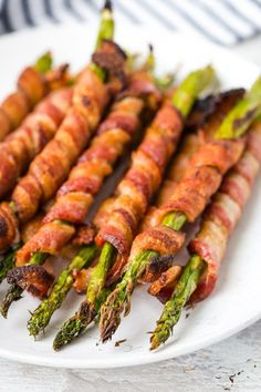 Bacon Wrapped Asparagus Recipe in the Oven (Keto) A delicious, low-carb snack, this fresh and crispy asparagus is wrapped in bacon and baked to perfection. Vegetable Dishes, Vegetable Recipes, Clean Eating Snacks, Healthy Eating, Asparagus Bacon, Grilled Asparagus Recipes, Asparagus On The Grill, Asparagus Ideas, Bacon Wrapped Asparagus Baked