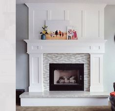 Family room design – Home Decor Interior Designs Fireplace Trim, Build A Fireplace, Wooden Fireplace, Fireplace Built Ins, White Fireplace, Farmhouse Fireplace, Fireplace Remodel, Living Room With Fireplace, Fireplace Surrounds