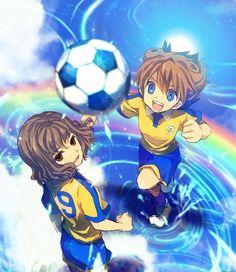兩名球員與空氣中的一球