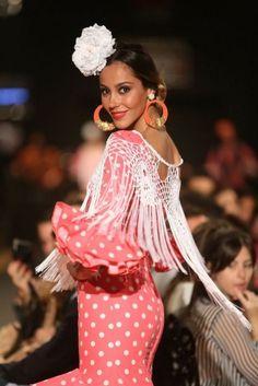 pasarela flamenca 2014 imagenes - Buscar con Google Spanish Fashion, Bell Sleeve Top, Knitting, Stylish, Pretty, Beauty, Dresses, Dance, Women
