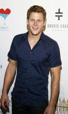 Zach Roerig can you be any cuter? Vampire Diaries Cast, Vampire Diaries The Originals, Zach Roerig, Kevin Williamson, Hello Brother, Hey Good Lookin, Book People, Vampire Dairies, Teen Vogue