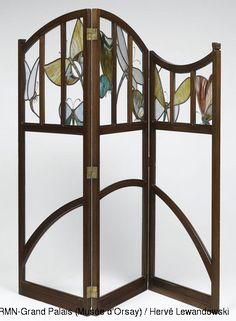 Gustave Serrurier-Bovy (1858-1910). Paravent à trois feuilles. 1899. Acajou ciré, verre blanc, verres peints, imprimés et jaspés. Musée d'Orsay - Paris - France