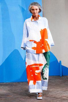 Daniela Gregis Spring 2015 Runway Pictures 59 photos of Daniela Gregis at Milan Fashion Week Spring Look Fashion, Timeless Fashion, Fashion Art, Fashion Show, Fashion Design, Milan Fashion, Fashion 2018, Cheap Fashion, Modest Fashion