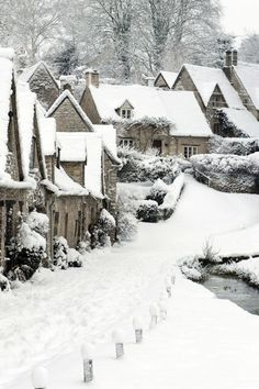 Arlington Row, Bibury, The Cotswolds, Gloucestershire in winter Winter Szenen, I Love Winter, Winter Magic, Winter Christmas, Winter White, Winter Walk, Retro Christmas, Christmas Clock, Snow White