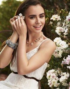 Lily Collins on Seventeen Magazine Lily Collins Style, Pictures Of Lily, Seventeen Magazine, Phil Collins, Girl Crushes, Beautiful People, Beautiful Women, Pretty People, Beautiful Things