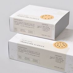 Clean and simple brand packaging for small business owners. Brand packaging idea… Clean and simple brand packaging for small business owners. Brand packaging ideas and inspiration. Packaging Box Design, Cake Boxes Packaging, Baking Packaging, Dessert Packaging, Skincare Packaging, Packaging Stickers, Tea Packaging, Print Packaging, Label Design