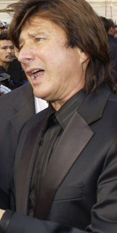 Steve Perry (Journey) wows crowd after 19 year absence from stage.