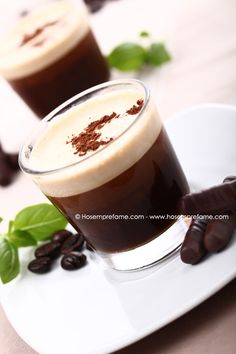 BICCHIERINI AL CAFFE' Questi bicchierini al caffè freddo sono un'ottima alternativa al classico caffè, da assaporare alla fine di un pranzo oppure come rinfrescante pausa a metà pomeriggio. #caffe #bicchierini #cremacaffè
