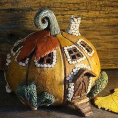 Тыква-домик, керамика — работа дня на Ярмарке Мастеров. Узнать цену и купить можно по ссылке в нашем профиле ☝ https://www.livemaster.ru/libenson #livemaster #handmade #art #design #instagood #тыква #керамика #pumpkin #ceramics #ярмаркамастеров #ручнаяработа #работаназаказ #искусство #дизайн