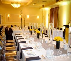 Black, yellow, silver and white wedding reception (www.unicodecor.com)