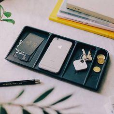Declutter Your Home, Organize Your Life, Vide Poche Design, Desk Caddy, Black Tray, Everyday Items, Desk Organization, Storage Solutions, Black Metal