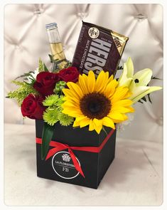 Candy Bouquet Diy, Gift Bouquet, Flower Box Gift, Flower Boxes, Balloon Arrangements, Flower Arrangements, Homemade Gifts, Diy Gifts, Valentine Day Gifts