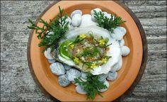 """DIMANCHE !... ON AIME !... Parmi les 3 ou 4 dernières photos de cette page, cliquez sur """"j'aime"""" sur celle que vous préférez... > http://www.facebook.com/VisionsGourmandes . L'art de dresser et présenter une assiette comme un chef de la gastronomie... Acheter et recevez le livre en format PDF (en français)... Ou commandez le livre imprimé (livraison mi-mars - tarif promo cette semaine)... > http://visionsgourmandes.com/?post_type=product  Source de la photo : Wuttisak Wuttiamporn"""