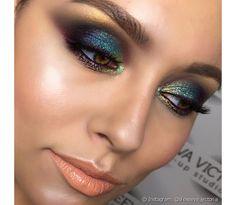Na maquiagem de Carnaval, prefira corrigir a pele depois de aplicar sombra e glitter, assim fica mais fácil corrigir os pontos que deseja e deixa o look perfeito (Foto: Instagram @gogetglitter)