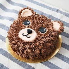 Teddy Bear Birthday Cake, Puppy Birthday Cakes, Teddy Bear Cakes, Pretty Birthday Cakes, Cake Designs For Kids, Cake Decorating Designs, Cake Decorating Techniques, Creative Cake Decorating, Cake Decorating Tips