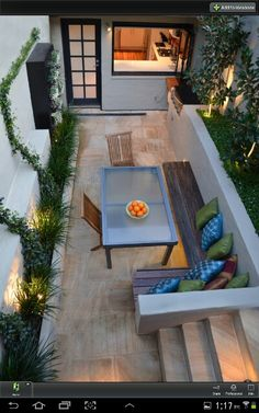 Beautiful way to set up a small patio