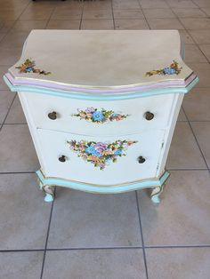 mobiletto dipinto a mano In Loco, Dresser, Antiques, Furniture, Home Decor, Antiquities, Powder Room, Antique, Decoration Home