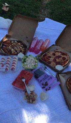 Picnic Date Food, Picnic Foods, Picnic Ideas, Cute Food, Good Food, Yummy Food, Rauch Fotografie, Picnic Birthday, Food Is Fuel