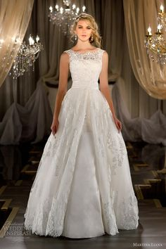 Classic Royal princess lace Ball/Wedding Gown
