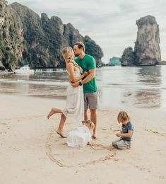 Family Time in Thailand - Barefoot Blonde by Amber Fillerup Clark - Amber Fillerup- Family Time in Thailand - Travel Photography Tumblr, Photography Beach, Family Photography, Toddler Photography, Family Beach Pictures, Beach Photos, Cute Family, Family Goals, Happy Family