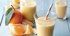Mandarínkové smoothie - dôkladná príprava krok za krokom. Recept patrí medzi tie najobľúbenejšie. Celý postup nájdete na online kuchárke RECEPTY.sk. Cocktail, Glass Of Milk, Smoothies, Panna Cotta, Pudding, Vegan, Drinks, Ethnic Recipes, Food