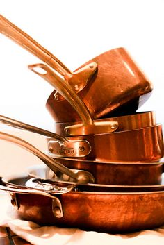 I really love copper pots. I think I already have a frying pan at home that I neglected to bring with me, but if you find any copper pots or pans for cheap, I'd love one!