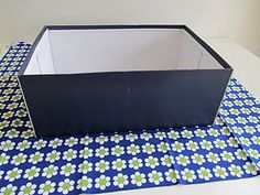 Box/Doos met stof bekleden, of met mooi papier, om spulletjes in te bewaren. Easy! Look at the pictures