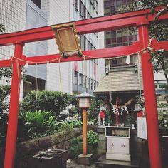 Yuraku Inari Shrine - Yuraku-cho Chiyoda-ku Tokyo iPhone7/iPhoneNativeCamera  #有楽稲荷神社#有楽町 #東京 #tokyo #japan #shotoniPhone #shotoniPhone7#instagramjapan #ig_japan #instadiary #iphonephotography #streetphotography #ink361_mobile #ink361_asia #reco_ig #igersjp #mwjp #team_jp_ #indies_gram #hueart_life  #スマホ写真部 #写真好きな人と繋がりたい #写真撮ってる人と繋がりたい #東京カメラ部 #tokyocameraclub