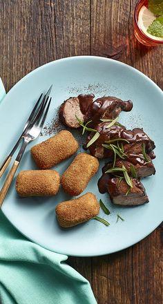 Polędwiczka wieprzowa w czerwonym winie w kakaowym sosie z krokietami ziemniaczanymi. Kuchnia Lidla - Lidl Polska. #lidl