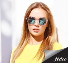 Fashion portrait stylish pretty woman in sunglasses posing in the city, street fashion , Round Sunglasses, Mirrored Sunglasses, Sunglasses Women, Sunnies Sunglasses, Trends 2018, Bordeaux, Simple Updo, Hair Dye Colors, Great Hairstyles