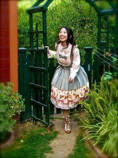 A beautiful photograph of a young woman in classic Lolita style. Harajuku Fashion, Lolita Fashion, Harajuku Style, Gothic Lolita, Lolita Style, Lace Ruffle, Ruffles, Estilo Lolita, Current Fashion Trends