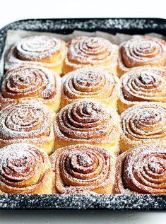 Cinnamon Recipes, Baking Recipes, Cookie Recipes, Dessert Recipes, Overnight Cinnamon Rolls, Delicious Desserts, Yummy Food, Dessert Buffet, Sweet Recipes