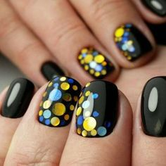 Черный маникюр с разноцветными камифубиками.