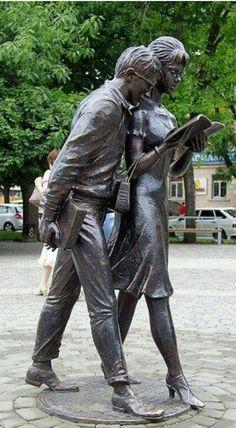 Que bonitas figuras, cuando se comparte todo, también el gusto por leer, bella!!!!