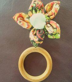 Flor de fuxico + argola de madeira = porta guardanapo  #artesanal #artesanato #artesanatomineiro #portaguardanapo #portaguadanapos