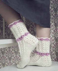 Dye yarn in microwave oven. Knitting Videos, Loom Knitting, Knitting Socks, Baby Knitting, Crochet Shoes, Crochet Slippers, Crochet Lace, Lace Socks, Wool Socks